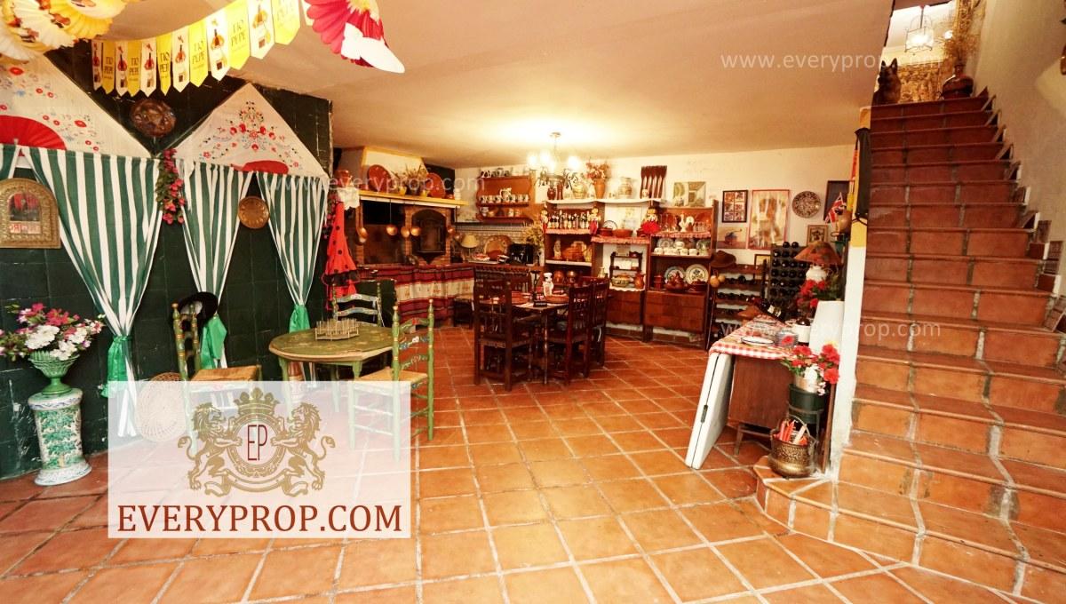 Chalet Lujo Ciudalcampo Madrid. Se puede señalar idealista la piovera, pisos en barrio de salamanca madrid y también es idealista el encinar de la moraleja.