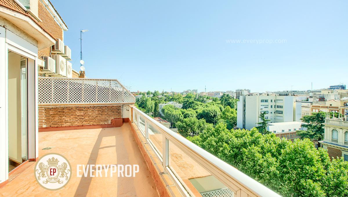 Inmobiliaria de Lujo en Castellana, presenta ático de lujo venta en Barrio de Salamanca, inmuebles exclusivos para comprar y piso con espectaculares terrazas en venta en Madrid.
